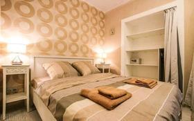 1-комнатная квартира, 50 м², 3/5 этаж посуточно, Молдагуловой 57д за 10 000 〒 в Актобе, мкр. Батыс-2