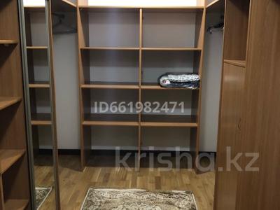 4-комнатная квартира, 247 м², 7/8 этаж помесячно, Сатпаева 14б за 800 000 〒 в Нур-Султане (Астана), Алматы р-н