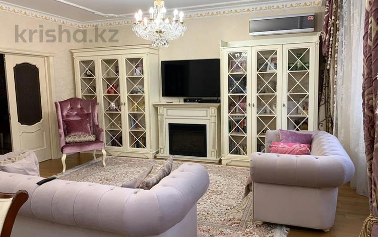 4-комнатная квартира, 190 м², 3/6 этаж, Жамакаева Бекена (60 лет комсомола) — Аль-Фараби за 110 млн 〒 в Алматы, Бостандыкский р-н