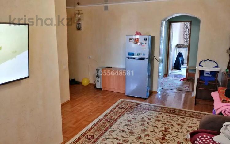 2-комнатная квартира, 40 м², 3/3 этаж, улица Улбике акына 115 — Улица Толеби. за 7.5 млн 〒 в Таразе