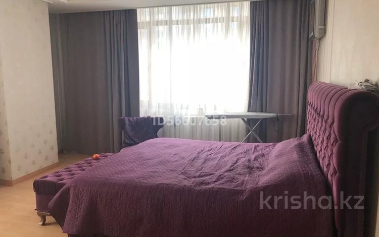 3-комнатная квартира, 140 м², 13/28 этаж, улица Кошкарбаева 2 за 73 млн 〒 в Нур-Султане (Астана)