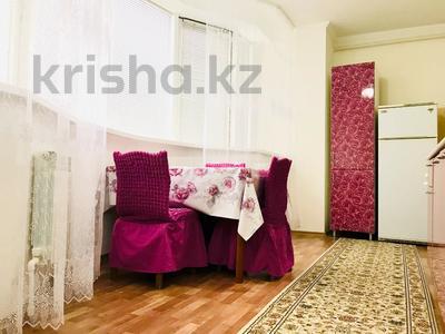 2-комнатная квартира, 80 м², 1/7 этаж посуточно, Мкр Сары Арка 40 за 9 000 〒 в Атырауской обл.