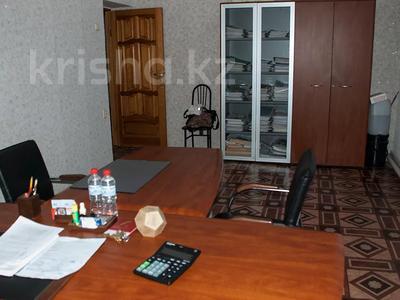 Магазин площадью 1100 м², Мухита 52 за 80 млн 〒 в Уральске — фото 9