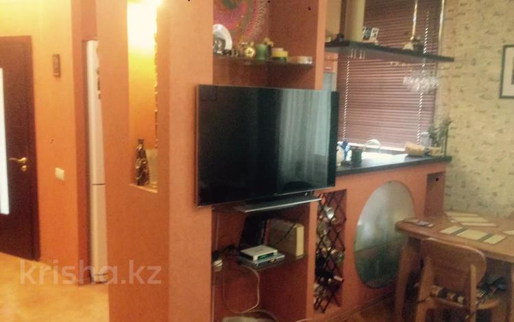 3-комнатная квартира, 65 м², 2/2 этаж, Жамбыла 6 за 16 млн 〒 в Караганде, Казыбек би р-н