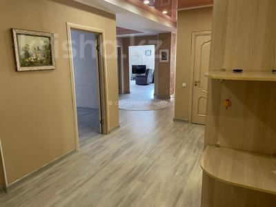 4-комнатная квартира, 150 м², 14/16 этаж на длительный срок, мкр Самал-1 9/2 за 700 000 〒 в Алматы, Медеуский р-н