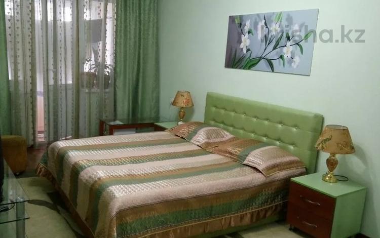 1-комнатная квартира, 44 м² посуточно, Тулебаева — Жибек Жолы за 5 000 〒 в Алматы