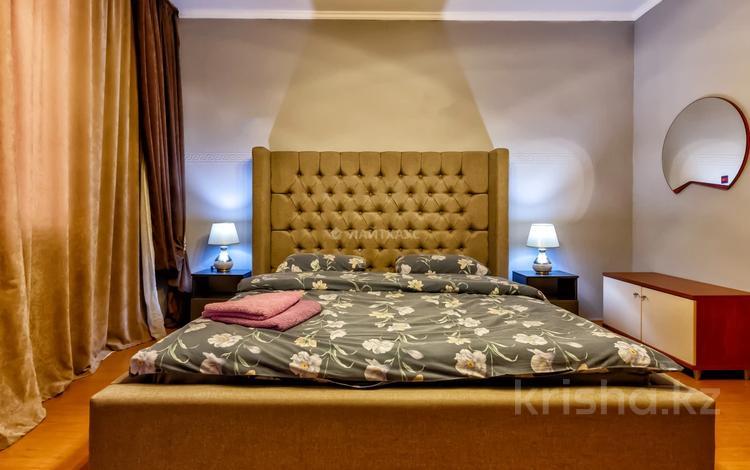 3-комнатная квартира, 70 м², 11/12 этаж посуточно, мкр Самал-2, Мкр Самал-2 77 за 20 000 〒 в Алматы, Медеуский р-н