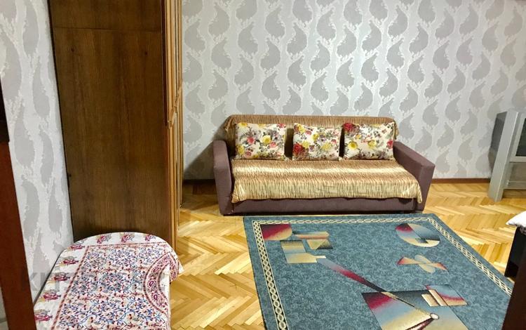 1-комнатная квартира, 35 м², 4/5 этаж посуточно, Жибек жолы 126А — Сейфуллина за 8 000 〒 в Алматы, Алмалинский р-н