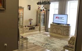 2-комнатная квартира, 62 м², 4/9 этаж, Кайыма Мухамедханова 21 — Әйтеке би за 25 млн 〒 в Нур-Султане (Астана), Есиль р-н
