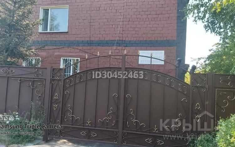 6-комнатный дом, 215 м², 13 сот., Амангельды 5 — Б. Момышулы за 28 млн 〒 в Аксу