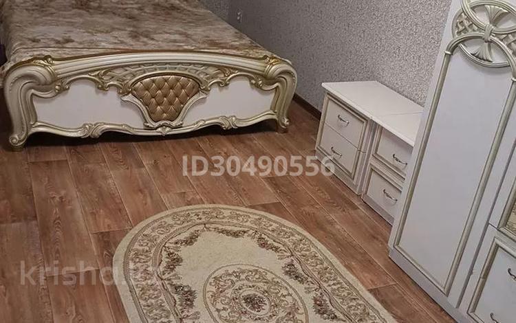 2-комнатная квартира, 47 м², 1/5 этаж посуточно, Нуркена Абдирова — Толепова за 7 000 〒 в Караганде, Казыбек би р-н