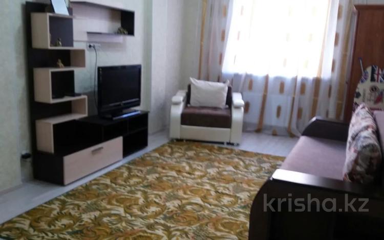 1-комнатная квартира, 40 м², 4/22 этаж посуточно, Туран 38/1 за 8 000 〒 в Нур-Султане (Астана), Есиль р-н