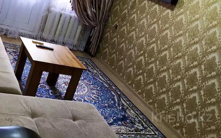 2-комнатная квартира, 43 м², 2/5 этаж по часам, улица Айбергенова 5 б — Жангельдина за 2 000 〒 в Шымкенте, Аль-Фарабийский р-н