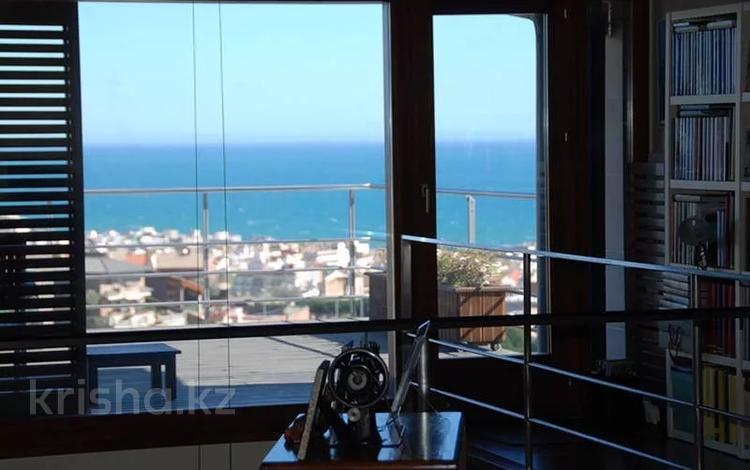 6-комнатный дом, 508 м², 15 сот., Carrer Francesc Castells за 459.4 млн 〒