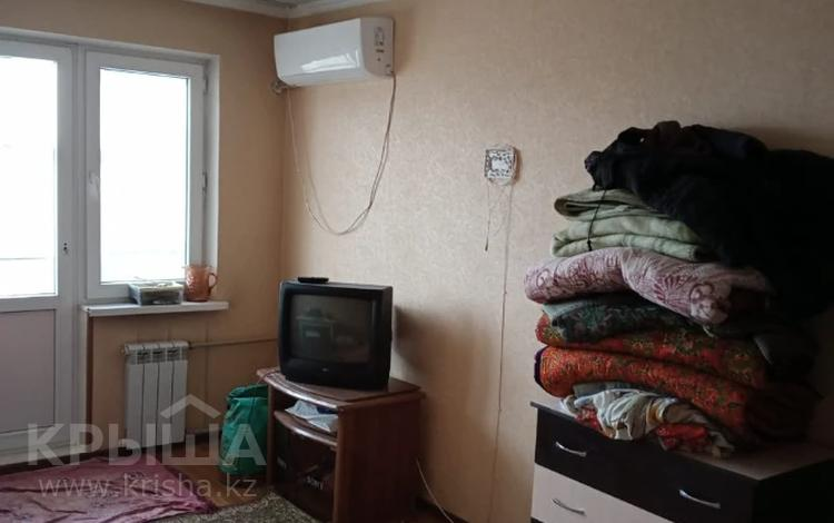 1-комнатная квартира, 32 м², 5/5 этаж, 12 мкр 217 за 8.5 млн 〒 в Шымкенте