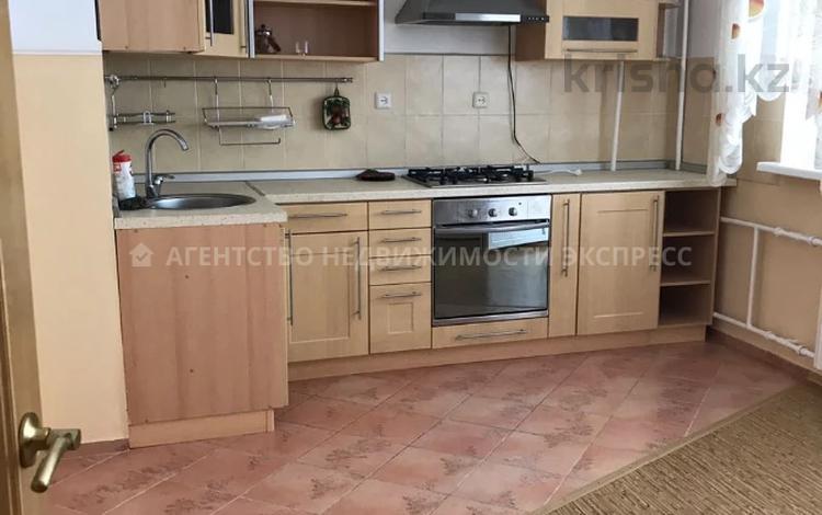 2-комнатная квартира, 67 м², 4/5 этаж помесячно, Бавариус 5 за 150 000 〒 в Атырау