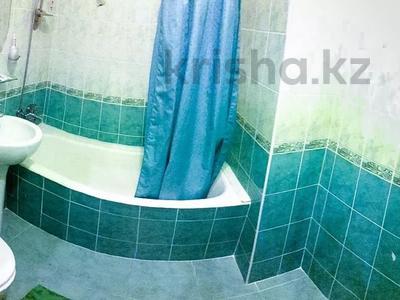 2-комнатная квартира, 60 м², 1/5 этаж посуточно, Жарокова 217Б за 9 000 〒 в Алматы, Бостандыкский р-н — фото 6