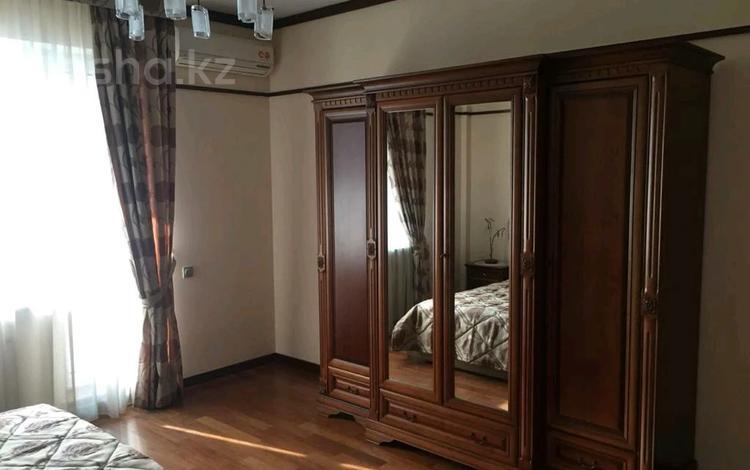 2-комнатная квартира, 77 м², 12 этаж помесячно, Кабанбай батыра 87 за 360 000 〒 в Алматы, Медеуский р-н