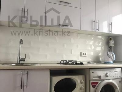 1-комнатная квартира, 49 м², 3/5 этаж посуточно, Бухар-жырау 54 — Абдирова за 7 000 〒 в Караганде, Казыбек би р-н — фото 3