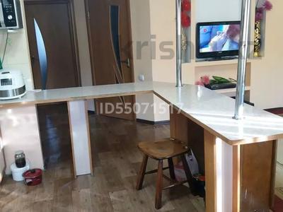 3-комнатная квартира, 90 м², 1/5 этаж посуточно, Самал 21 за 12 000 〒 в Талдыкоргане
