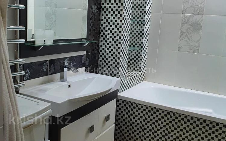 2-комнатная квартира, 55 м², 2/5 этаж, Желтоксан 76 за 18 млн 〒 в Таразе