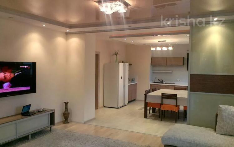4-комнатная квартира, 170 м², 4 этаж посуточно, мкр Коктем-1, Аль-Фараби 53 — Шашкина за 25 000 〒 в Алматы, Бостандыкский р-н