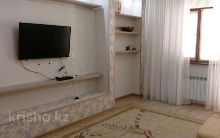 2-комнатная квартира, 100 м², 3/12 этаж помесячно, 17-й мкр, 7 мкр. 7 за 200 000 〒 в Актау, 17-й мкр