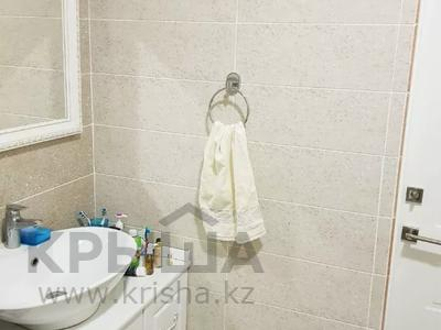 2-комнатная квартира, 70 м², 4 этаж помесячно, Бараева 13 за 120 000 〒 в Нур-Султане (Астана), р-н Байконур — фото 10
