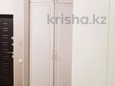 2-комнатная квартира, 70 м², 4 этаж помесячно, Бараева 13 за 120 000 〒 в Нур-Султане (Астана), р-н Байконур — фото 11