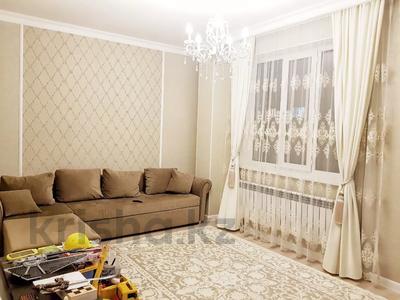 2-комнатная квартира, 70 м², 4 этаж помесячно, Бараева 13 за 120 000 〒 в Нур-Султане (Астана), р-н Байконур