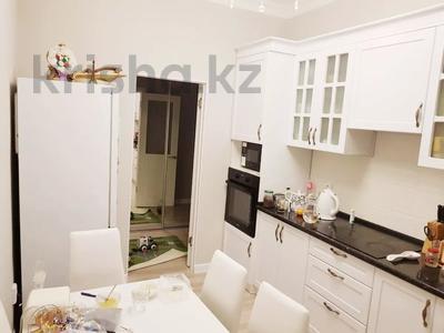 2-комнатная квартира, 70 м², 4 этаж помесячно, Бараева 13 за 120 000 〒 в Нур-Султане (Астана), р-н Байконур — фото 4