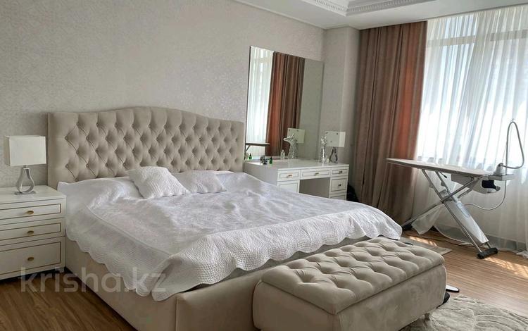 4-комнатная квартира, 150 м², 5/22 этаж помесячно, проспект Рахимжана Кошкарбаева 8 за 450 000 〒 в Нур-Султане (Астана)