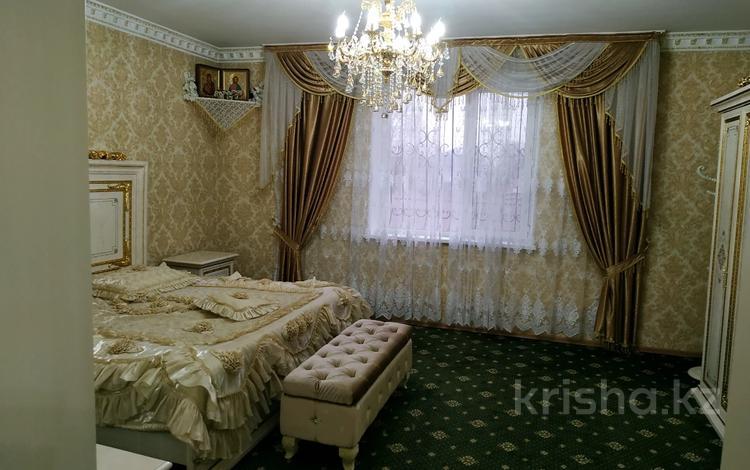 6-комнатный дом, 600 м², 12 сот., Богдана Хмельницкого 1 — Гёте за 170 млн 〒 в Алматы, Турксибский р-н