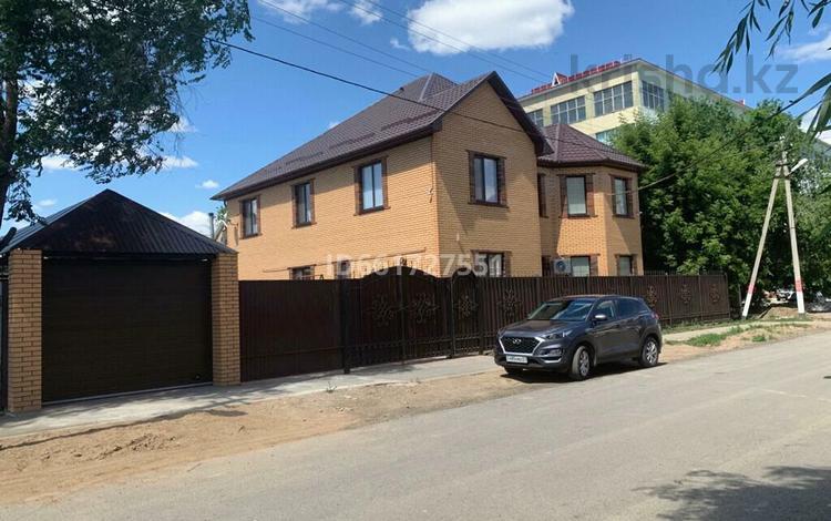 6-комнатный дом, 285 м², 5 сот., 8 Марта 6 — Досмухамедова за 90 млн 〒 в Уральске