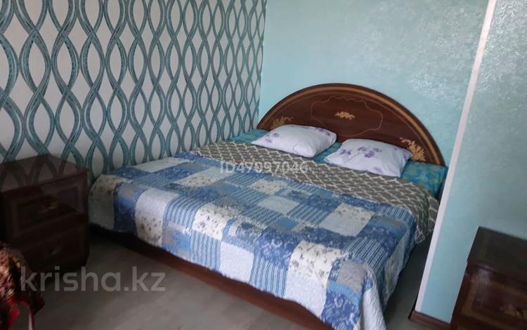 1-комнатная квартира, 40 м² посуточно, Бр.Жубановых 298 — 101 Стрелковой бригады за 4 500 〒 в Актобе, мкр 8