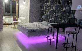 1-комнатная квартира, 40 м², 11/17 этаж посуточно, Толе би 185А — Ауэзова за 15 000 〒 в Алматы, Алмалинский р-н
