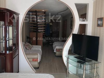 7-комнатный дом, 350 м², 9 сот., Мкр Кунгей за 47 млн 〒 в Караганде, Казыбек би р-н — фото 21