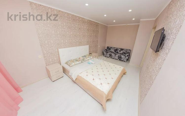 1-комнатная квартира, 35 м², 1/5 этаж посуточно, Жамбыла Жабаева 188 — Интернациональная за 7 000 〒 в Петропавловске