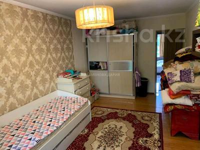 3-комнатная квартира, 65 м², 2/5 этаж, мкр Аксай-2 — Толе би за 25.5 млн 〒 в Алматы, Ауэзовский р-н
