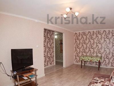 3-комнатная квартира, 50 м², 2/5 этаж посуточно, Мира 130 за 13 000 〒 в Петропавловске — фото 2