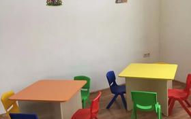 6-комнатный дом помесячно, 220 м², 10 сот., мкр Жулдыз-2, Дунентаева 8 за 500 000 〒 в Алматы, Турксибский р-н