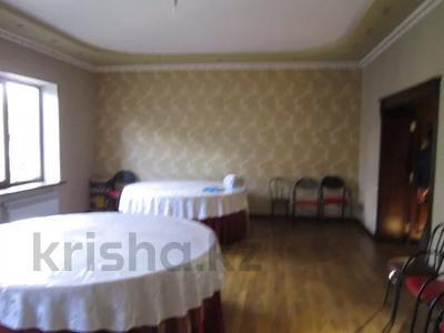 7-комнатный дом, 535.1 м², 0.2247 сот., 3-й переулок барбюса 6 за ~ 57.6 млн 〒 в Таразе — фото 2