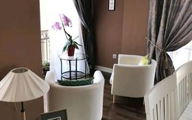 3-комнатная квартира, 150 м², 11/12 этаж помесячно, Ходжанова 92 за 650 000 〒 в Алматы