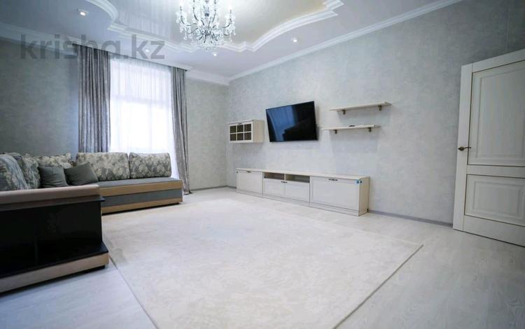2-комнатная квартира, 78 м², 7/11 этаж помесячно, 17-й мкр 8 за 240 000 〒 в Актау, 17-й мкр