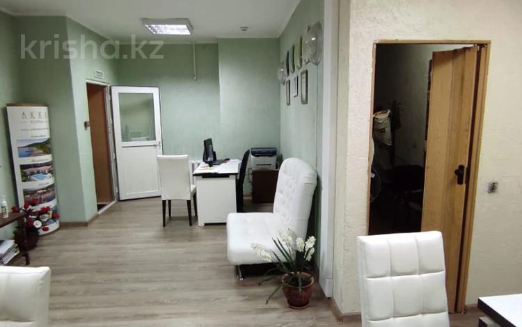 Офис площадью 36 м², проспект Бухар Жырау за 4 500 〒 в Караганде, Казыбек би р-н