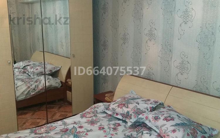 2-комнатная квартира, 58 м², 2/5 этаж посуточно, Акмешит 20 за 5 000 〒 в