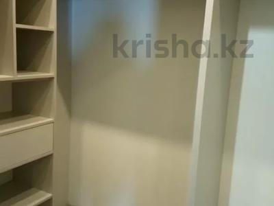 3-комнатная квартира, 150 м² помесячно, Самал 2 33 а за 600 000 〒 в Алматы, Медеуский р-н