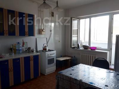 3-комнатная квартира, 90 м², 3/5 этаж помесячно, Сатпаева 21а за 150 000 〒 в Атырау — фото 3