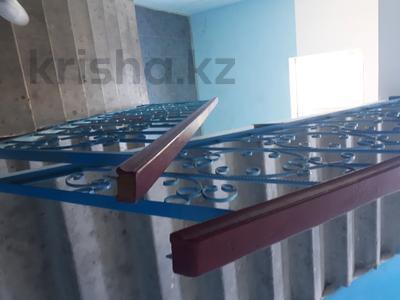 3-комнатная квартира, 90 м², 3/5 этаж помесячно, Сатпаева 21а за 150 000 〒 в Атырау — фото 9