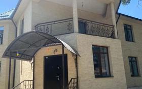 10-комнатный дом, 400 м², 10 сот., мкр Таусамалы, С.Жандосов 10 за 100 млн 〒 в Алматы, Наурызбайский р-н